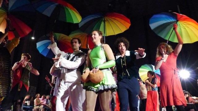 Performance farben des Lebens Regenschirm Szene 2017