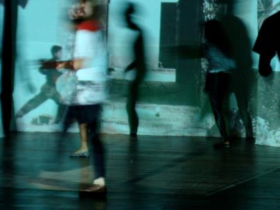 """1011-13 Performance """"Sie wollen gar nichts"""" Tanztheater Gruppe Nukleon der Espektakularitaet Universitaet UEFS Brasilien - kuenstlerische Leitung Frank haendeler und Jolanda Renkawek BR"""