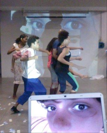 """2011-13 Performance """"Sie wollen gar nichts"""" Tanztheater Gruppe Nukleon der Espektakularitaet Universitaet UEFS Brasilien - kuenstlerische Leitung Frank haendeler und Jolanda Renkawek 2011"""