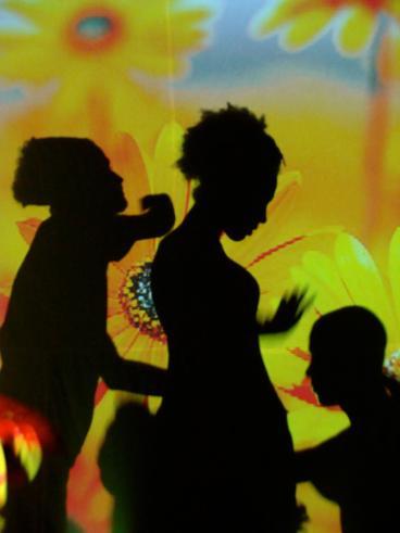 """2011-2013 Performance """"Sie wollen gar nichts"""" Tanztheater Gruppe Nukleon der Espektakularitaet Universitaet UEFS Brasilien - kuenstlerische Leitung Frank haendeler und Jolanda Renkawek 2011"""