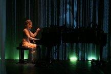 2004 Marion von Tilzer Pianistin und Komponistin 2004 Performance Earthlinks Choreographie und Performance Diane Elshout und Frank Haendeler in Zusammenarbeit mit Regisseur Felix de Roij NL