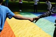 2016 Abenteuer Sommerferien - workshop 3 foto flagge hand in hand- K Manheshkarimy