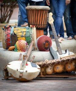 Foto Bangoura Group instrumente